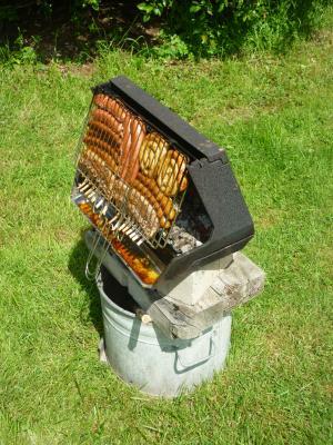 help wer kennt diesen grill und wo bekomm ich sowas grillen forum. Black Bedroom Furniture Sets. Home Design Ideas
