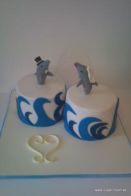 kleine hochzeitstorte mit delfin-bautpaar.....  Motivtorten Fotos ...