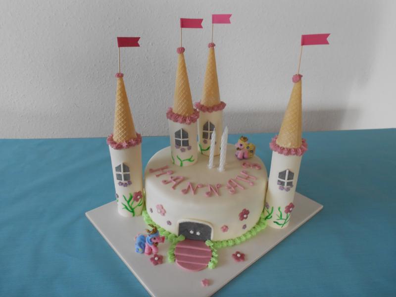 Filly Schloss Torte Zum 3 Geburtstag Meiner Maus Motivtorten