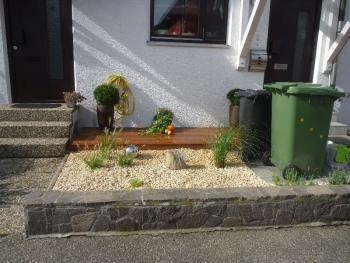 vorgarten gestalten mit kies und grasern – controng, Garten und Bauen
