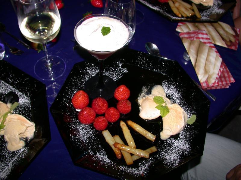 karamelisierter spargel mit erdbeeren und vanilleeis mmmmhh desserts s speisen forum. Black Bedroom Furniture Sets. Home Design Ideas
